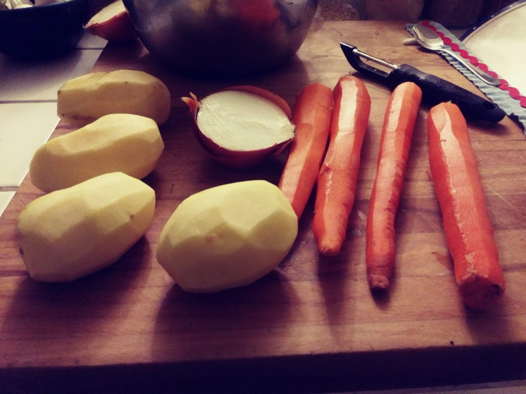 This image has an empty alt attribute; its file name is Carrots-and-Potatoes-for-Cheese-Sauce-1024x768.jpg