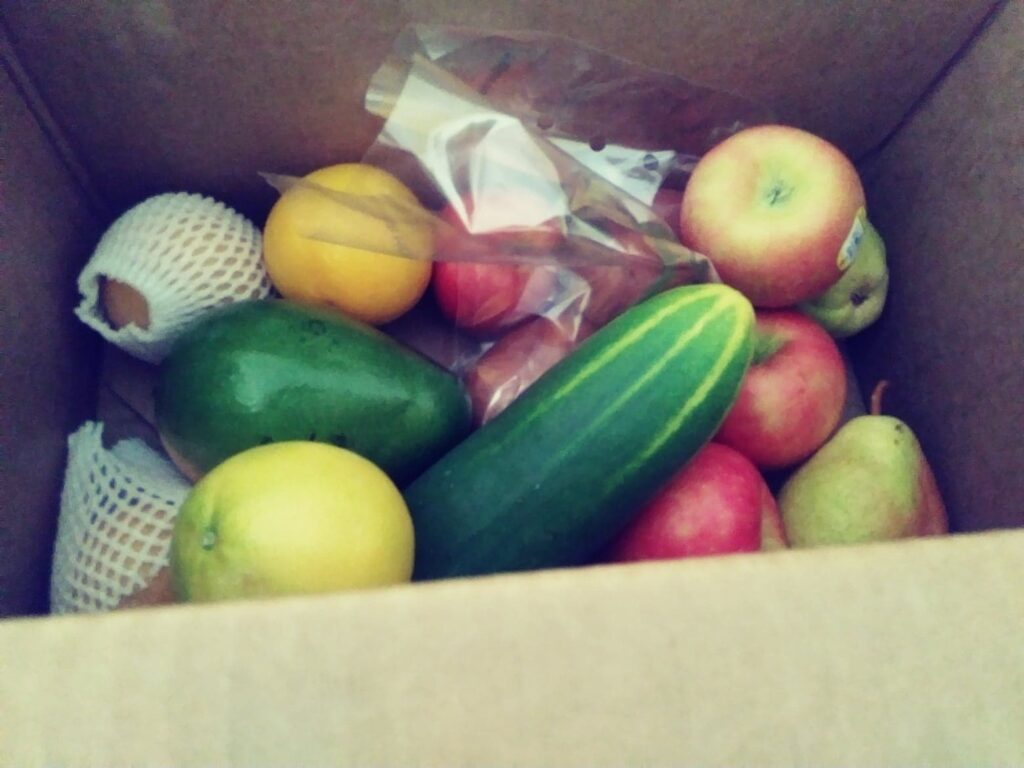 Photos of the Farm Fresh to You Box I got recently, showing fruits and veggies I got
